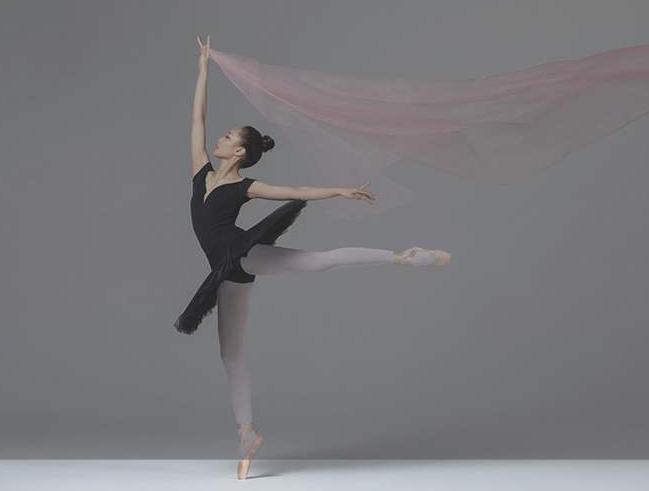 系着围裙 也跳着芭蕾